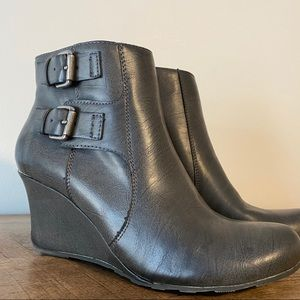 NWOT Gray Kenneth Cole Reaction Wedge Booties Sz 8
